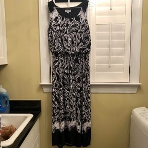 Black/white maxi dress